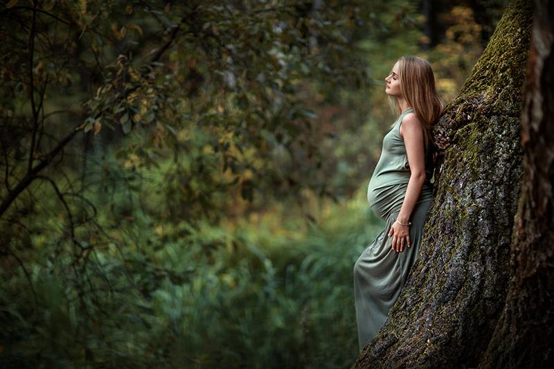 беременная в лесу